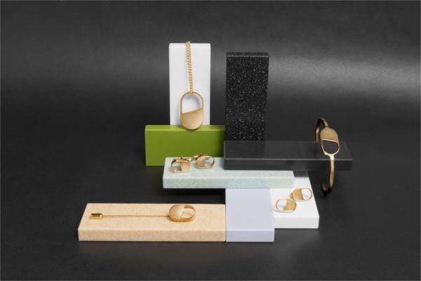 dupont corian y su gama de colores exponen las joyas de gabriel corchero en el museo thyssen