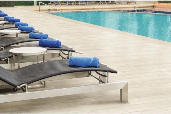 los tablones venatto ofrecen seguridad e higiene en la piscina