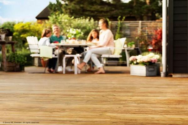 bona ayuda a renovar y proteger los suelos de madera de exterior