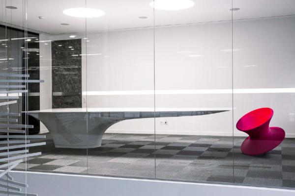 fabio gianoli disea para edilbi suisse una mesa de krion que desafa la gravedad