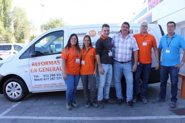 la plataforma de la construccin ayuda a sus clientes en su negocio regalando cuatro furgonetas mercedes vito