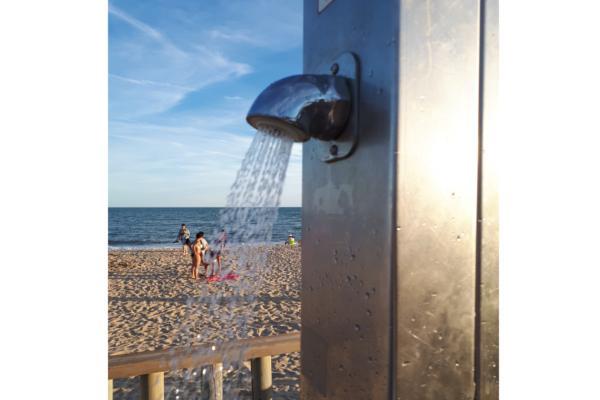 la grifera temporizada de presto ibrica presente en las duchas de las playas espaolas