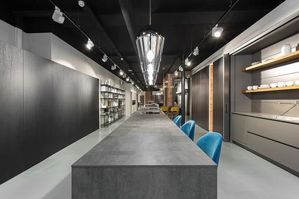 modulnova se instala en barcelona abriendo un espectacular showroom