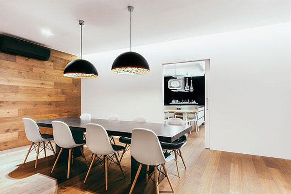 catellani amp smith ilumina un elegante apartamento en barcelona