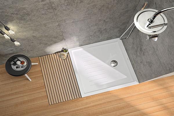 sanindusa apuesta por nuevos platos de ducha cuadrados