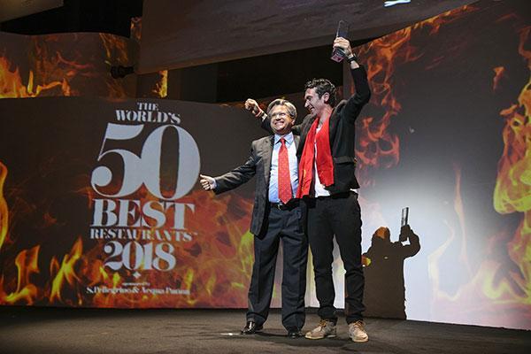 dekton entrega a azurmendi el premio al restaurante sostenible 2018