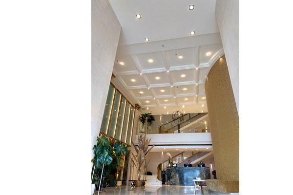 las molduras orac decor coronan el nuevo hotel iberostar paseo de gracia