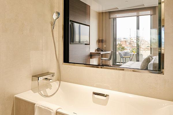 las soluciones de hansgrohe lucen en los baos del hotel vp plaza espaa design 5 de madrid