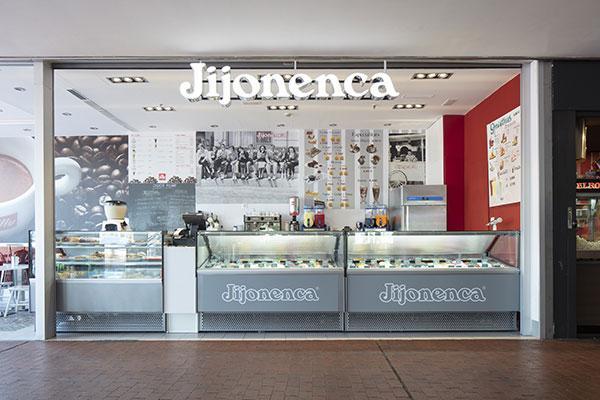 eurofred disea y equipa una heladera de la jijonenca en el centro comercial maremagnum de barcelona