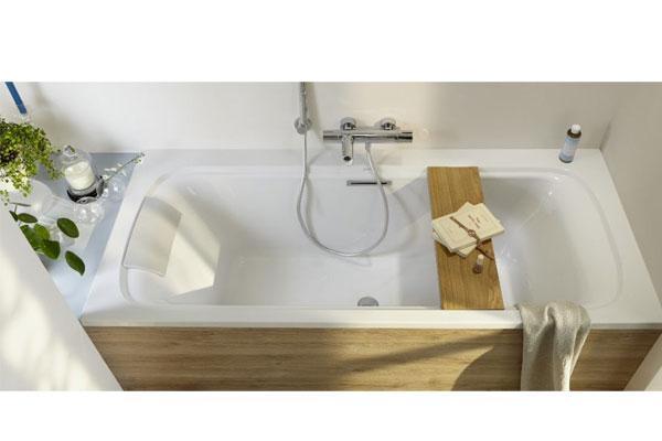 Una bañera en un cuarto de baño pequeño es posible