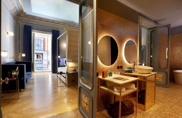 hisbalit y su mosaico urban chic visten las suites del mejor hotel de europa