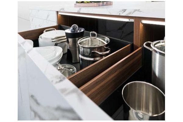 schmidt apuesta por la iluminacin en la cocina el bao y el vestidor