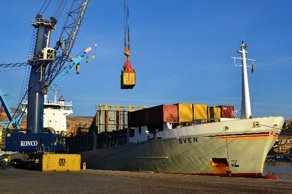 grupo cosentino trae a la segunda mayor naviera del mundo al puerto de almera
