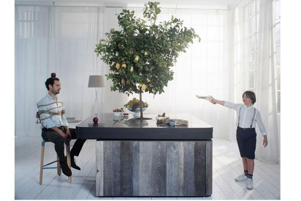 oasi una cocina bajo las ramas de un rbol frutal