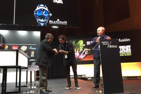 eneko atxa recibi el premio cocinero del ao en madrid fusin 2019 de la mano de dekton by cosentino
