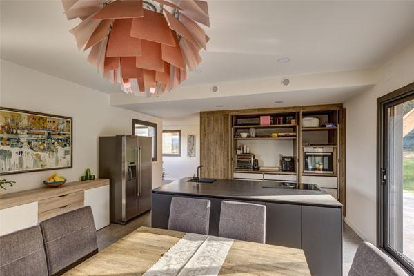 una vivienda que innova en sostenibilidad con la madera como protagonista