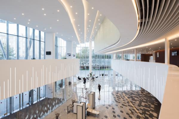 himacs convierte la sala de conciertos zaryadye en fuente de inspiracin para la arquitectura en mosc
