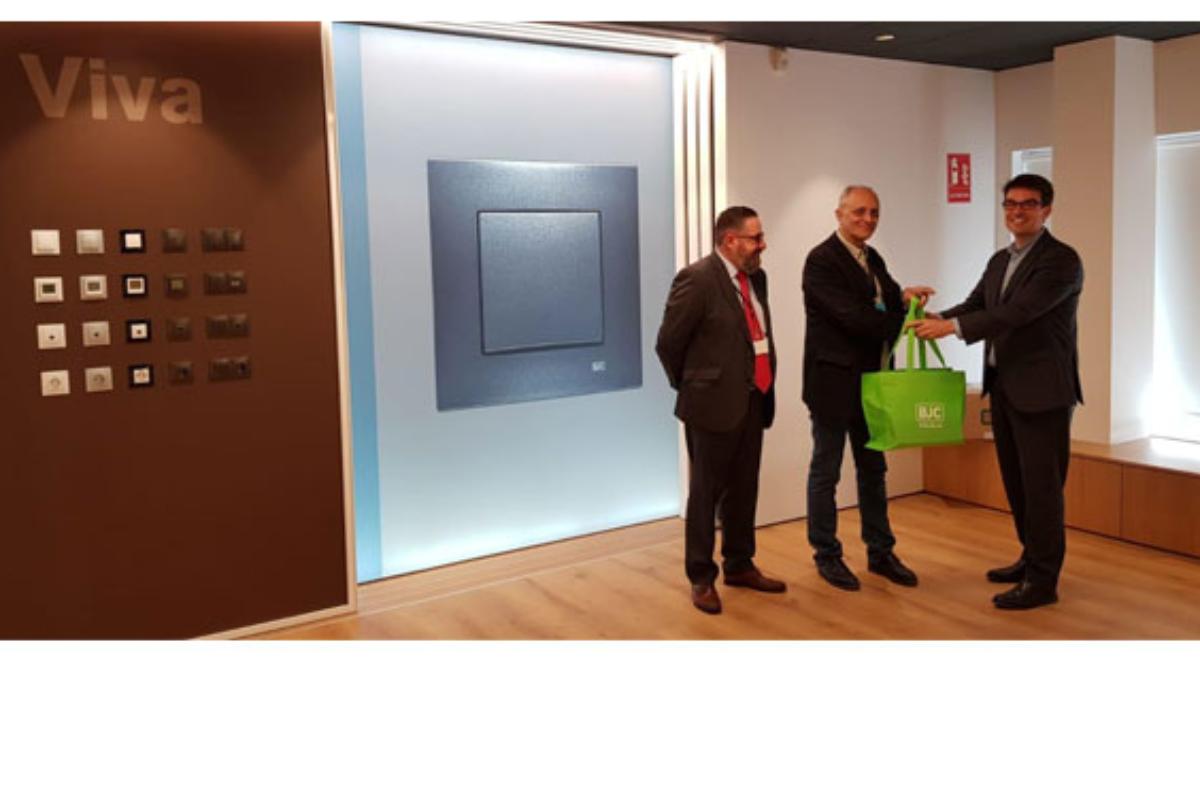 bjc entrega el premio de la campaa viva