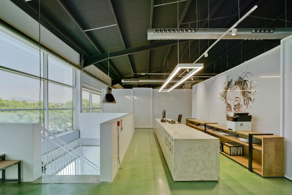 pasado y presente de la profesin zapatera se dan la mano en las nuevas oficinas centrales de isisi
