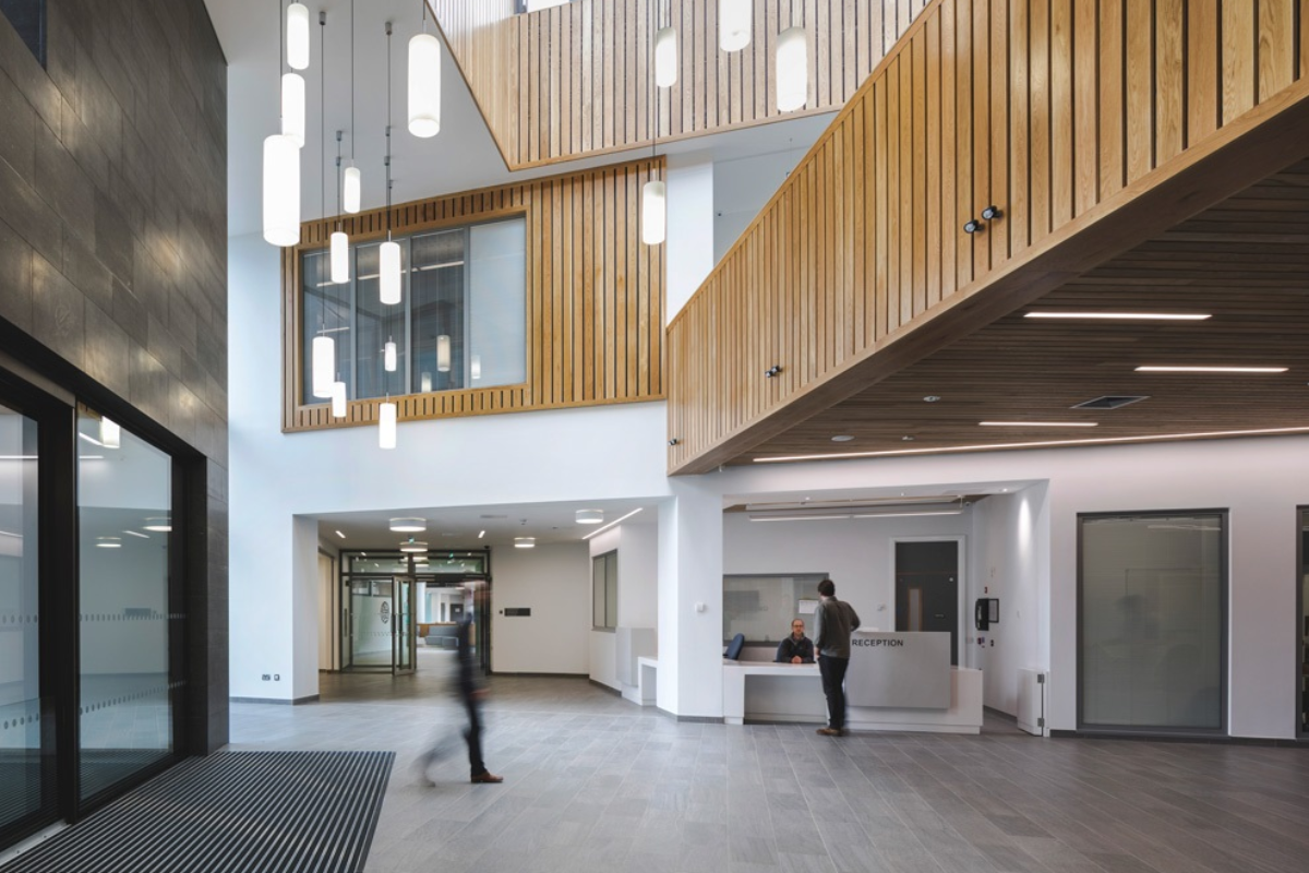 el nuevo hospital de omagh incorpora himacs a su proyecto de diseo interior