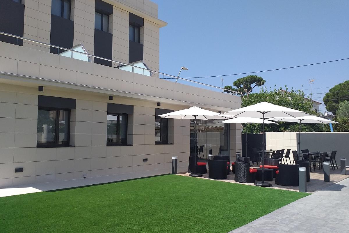 bigmat garro participa en la reforma del nuevo hotel 6bis en castelldefels
