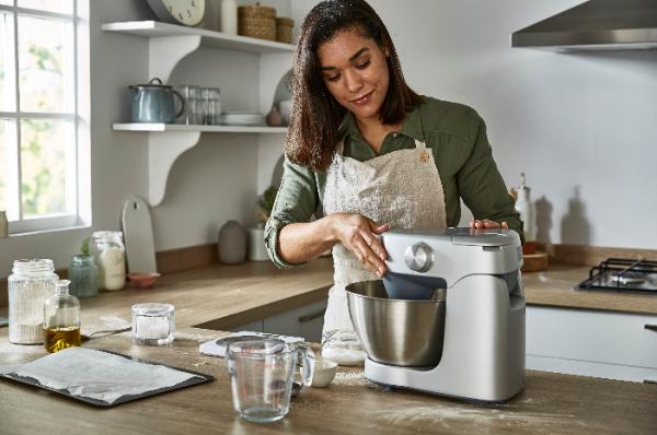 delonghi-amplia-su-portfolio-de-robots-y-batidoras-de-cocina