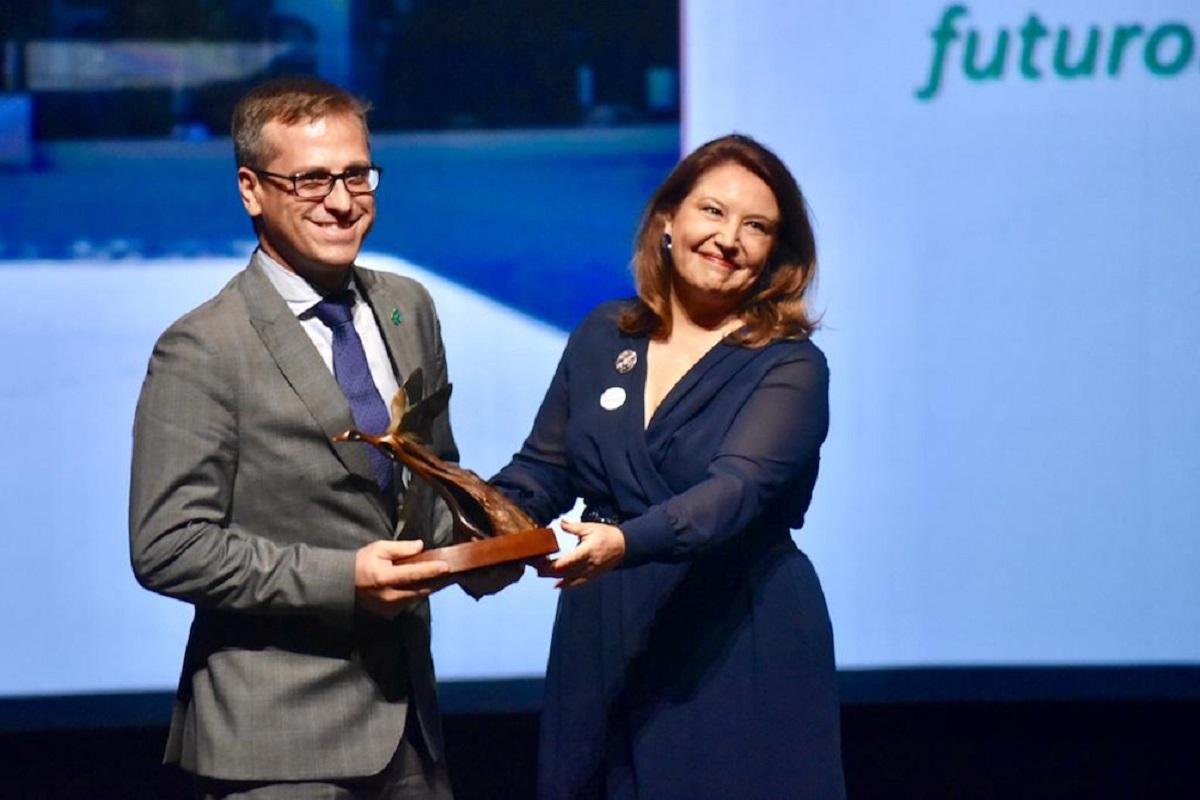 antonio urdiales recoge el premio andaluca de medio ambiente otorgado a grupo cosentino