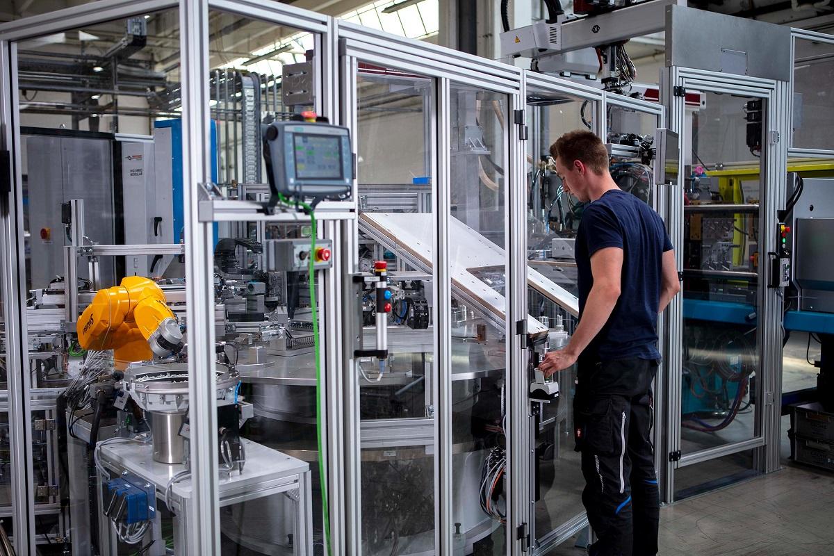 grohe invierte en tecnologa de color y crea nuevos empleos en su planta de lahr alemania