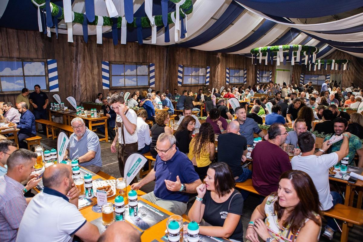 hansgrohe rene a ms de 200 instaladores y clientes en su tradicional celebracin oktoberfest barcelona