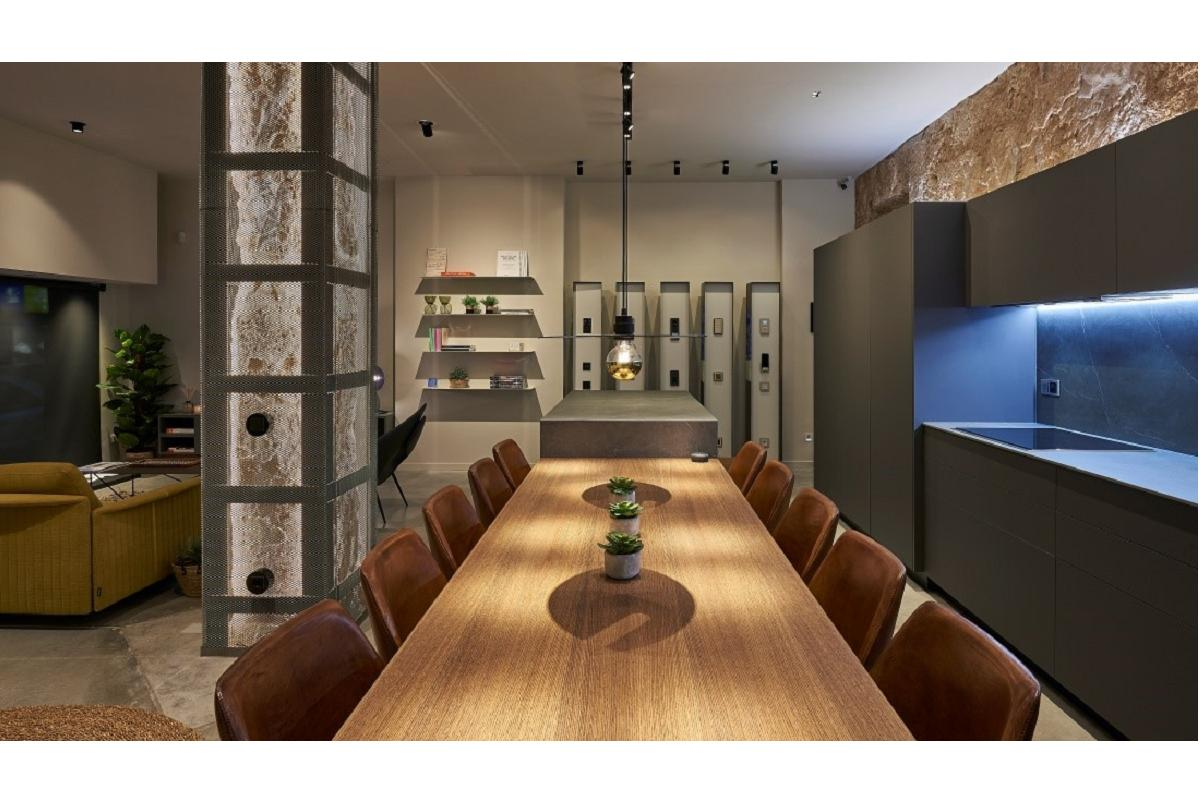 gira presenta su nuevo showroom en palma de mallorca