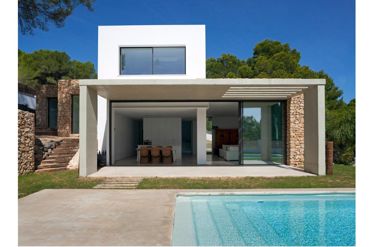 casa baham una vivienda ptrea integrada en el paisaje de moraira