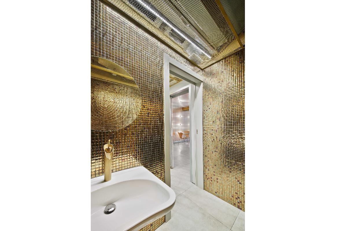 el mosaico de hisbalit recubre de oro los baos de latelier una pasteleraobrador
