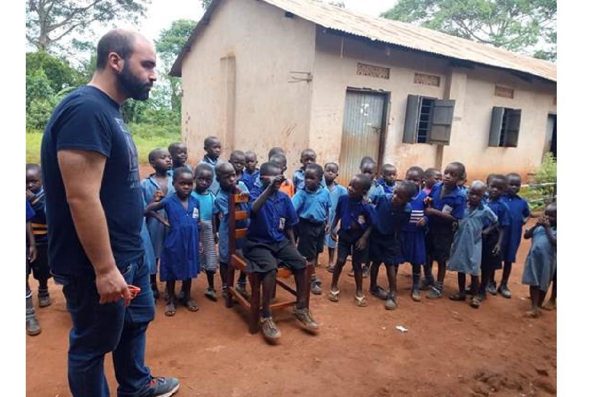 ramon solersupsup colabora con temps job finders en la recogida de gafas para uganda