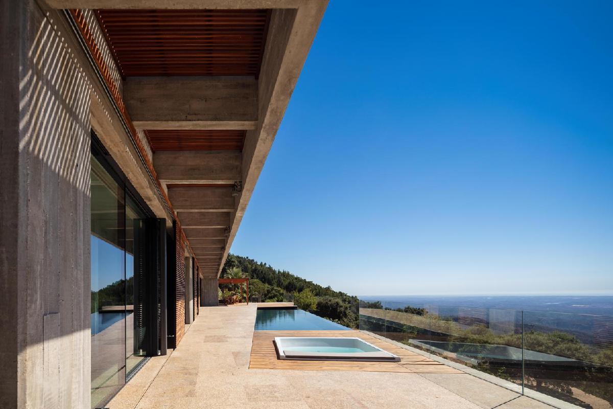 casa en monchique la vivienda de planta nica con vistas a la costa