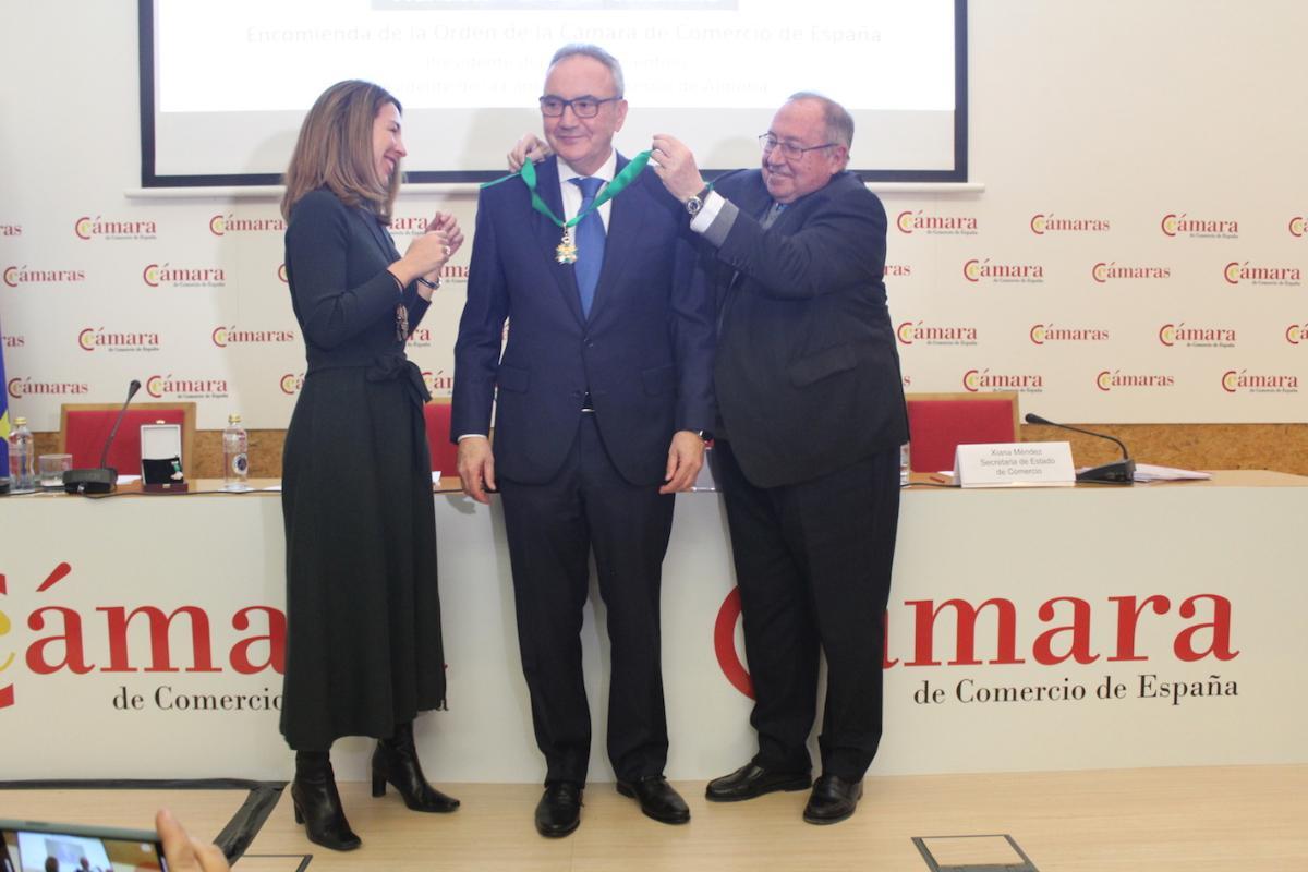 francisco martnezcosentino reconocido con la encomienda de la orden de la cmara de comercio de espaa