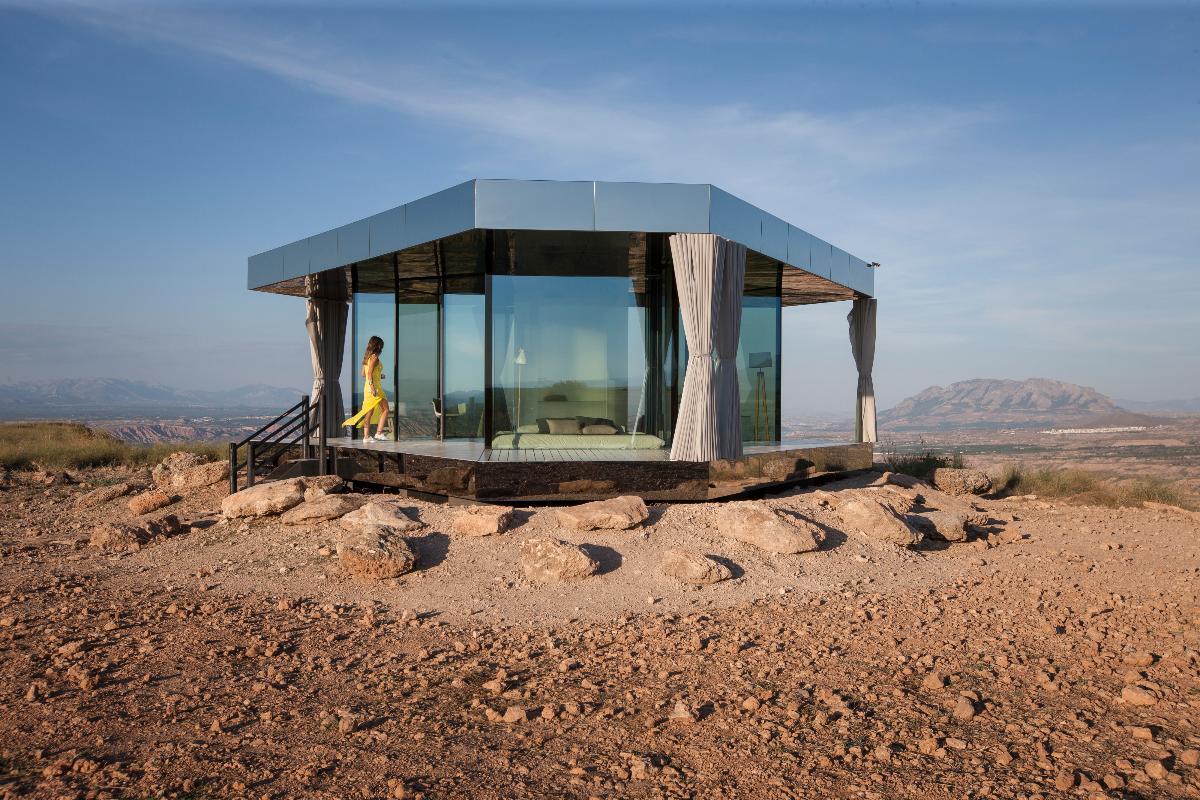 la casa del desierto un refugio de vidrio en plena naturaleza