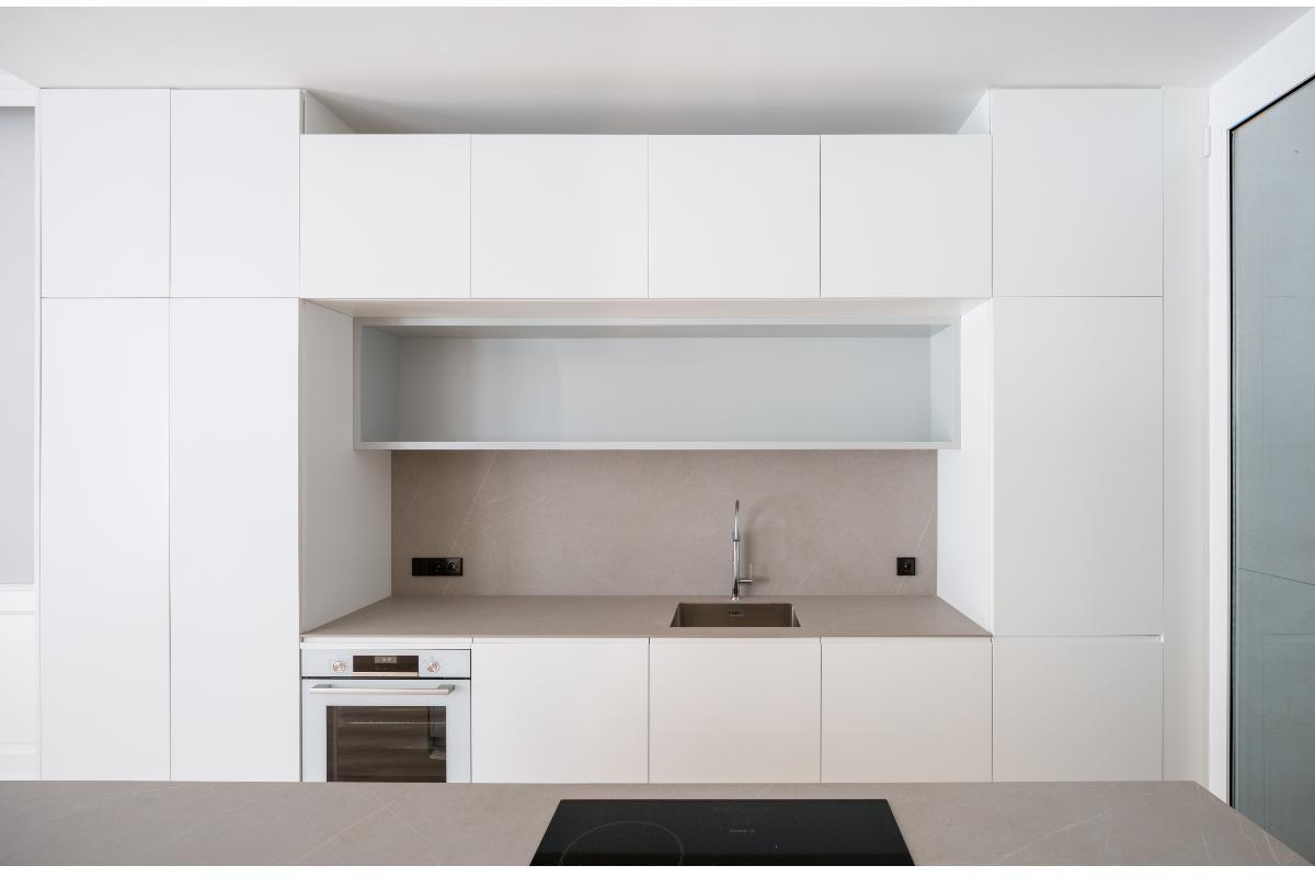 un-proyecto-de-homu-arquitectos-de-grandes-piezas-porcelanicas-recibe-el-li