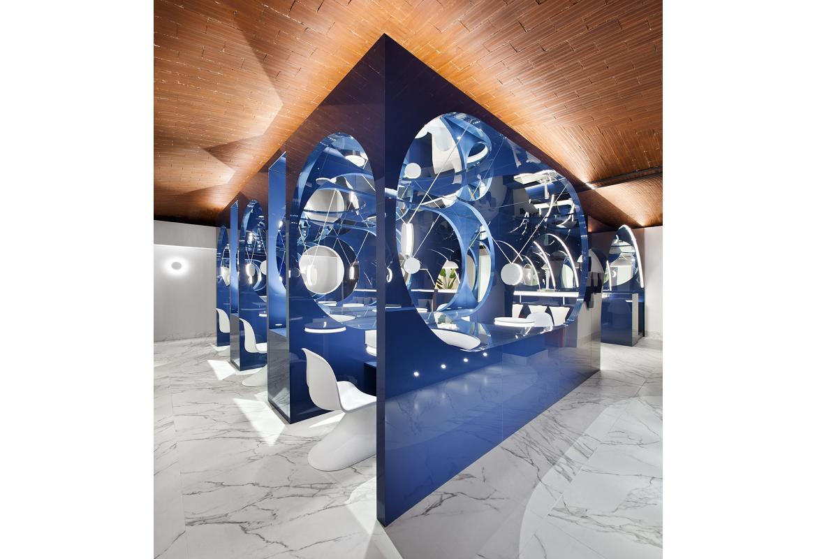 alvic sorprende en casa decor 2020 con su obra artstica blue moon lounge bar