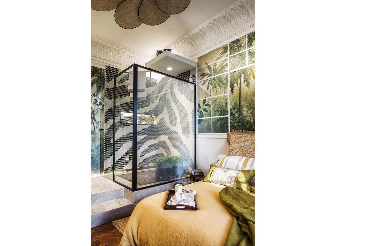 profiltek en casa decor 2020 con sus mamparas a medida en el espacio miapetra