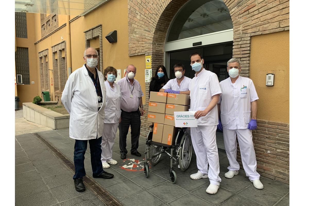 unidos ante el covid19 voluntarios de sodeca reparten mascarillas en residencias