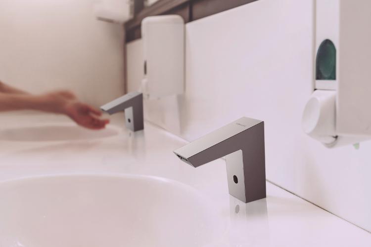 la grifera electrnica de clever ofrece un plus de seguridad e higiene sin contacto