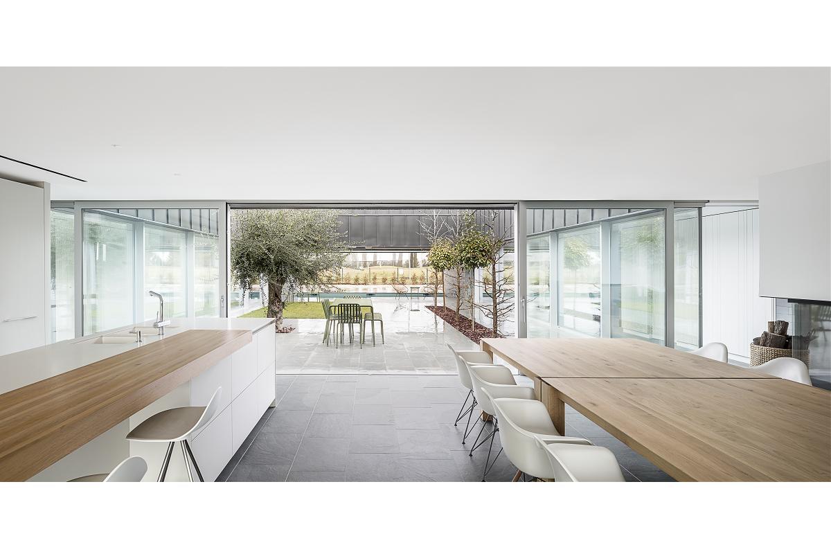 una vivienda de transparencia ptrea con cerramientos technal