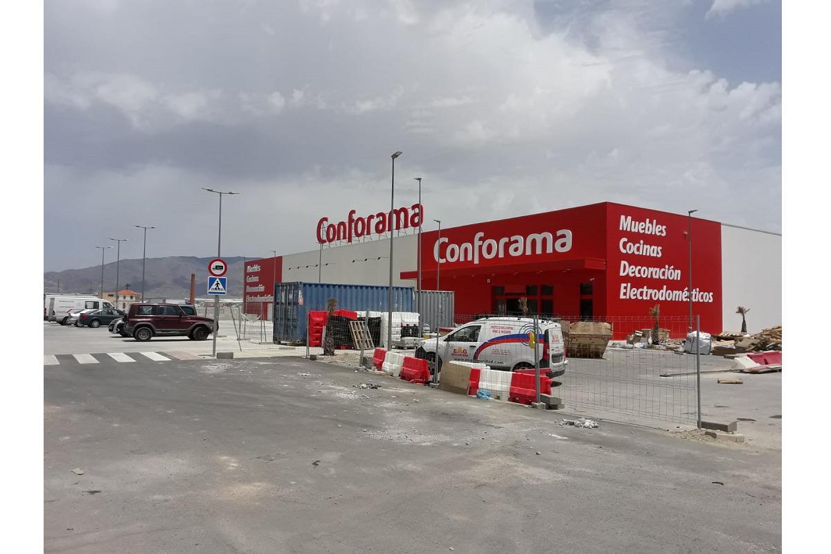 conforama inaugura dos nuevas tiendas y crea ms de 90 puestos de trabajo
