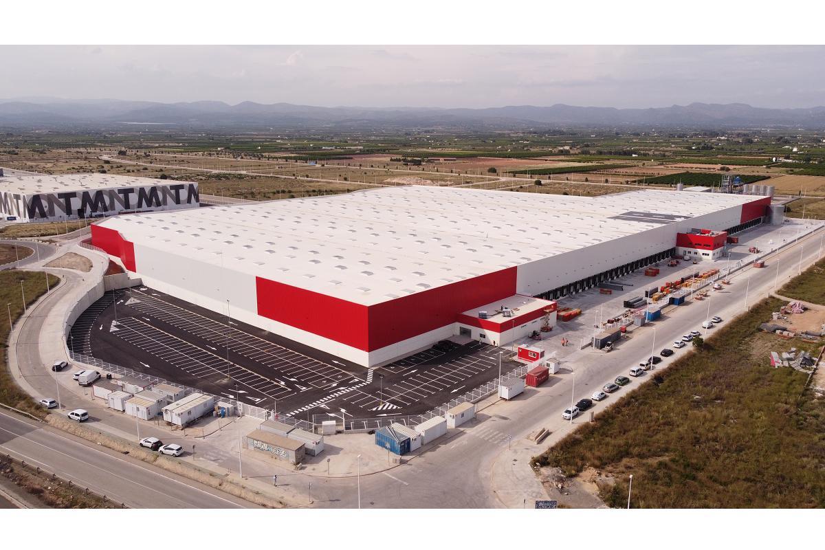 conforama inaugura un nuevo centro logstico de 60000 m2 en llria valencia