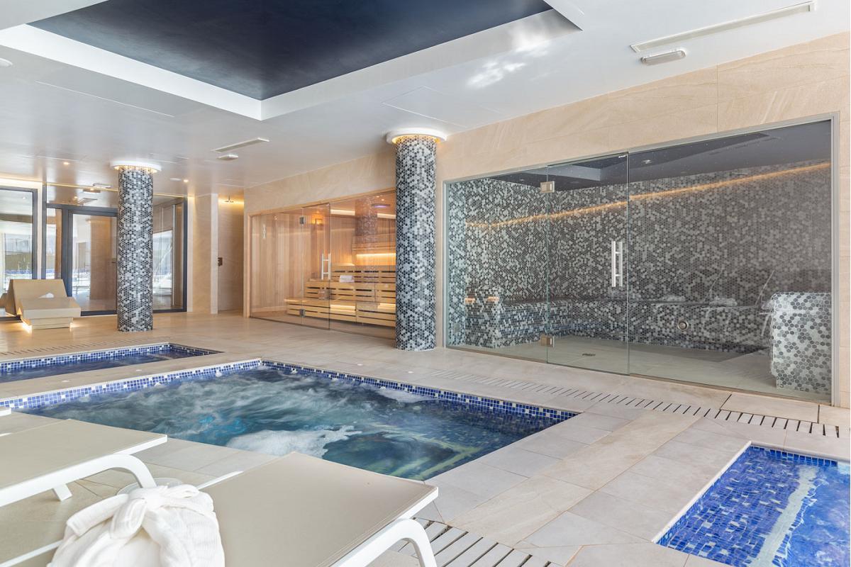 hotel samos de mallorca luce una amplia zona wellness con freixanet wellness