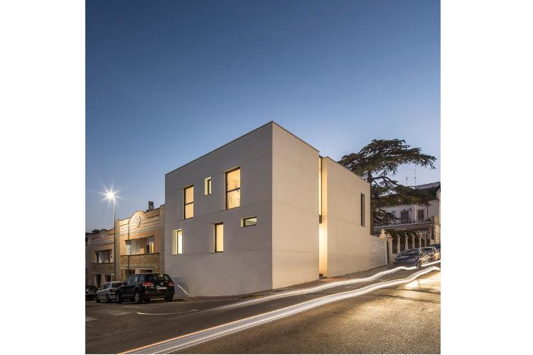 Casa en Godella, una vivienda cúbica de Destudio Arquitectura