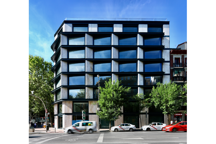 la-fachada-de-velazquez-34-respira-elegancia-e-innovacion-con-cosent.html