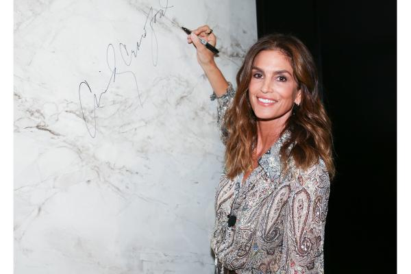 cindy_crawford_conquista_21601_20210913024104.png (600×400)