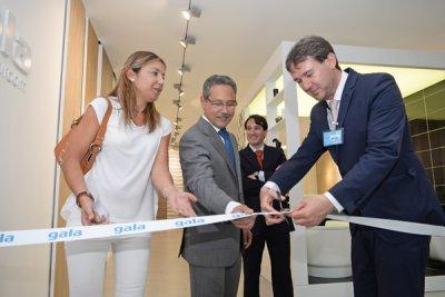 el alcalde de burgos inaugura el nuevo showroom de gala