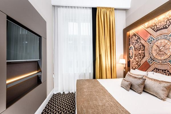 alma design decora el hotel moments de budapest